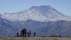 gente en la montaña